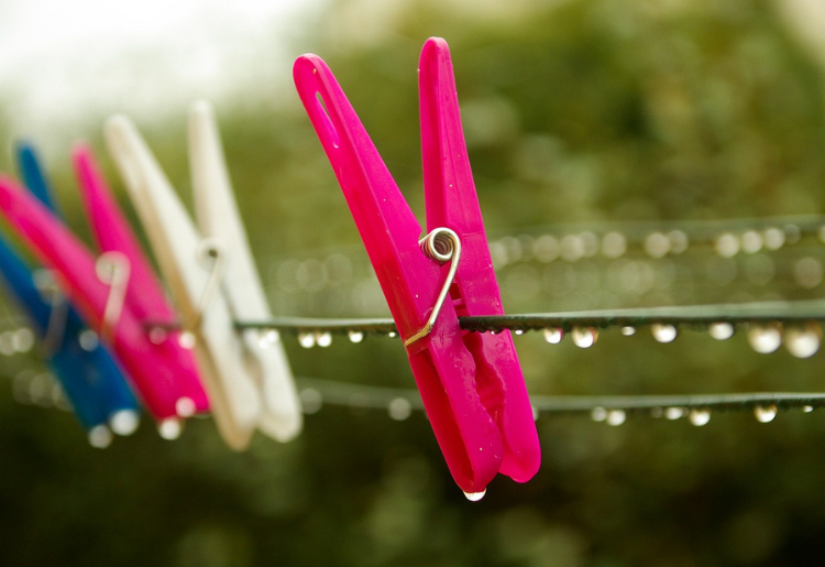How to Save Money By Air Drying Laundry - Foodica